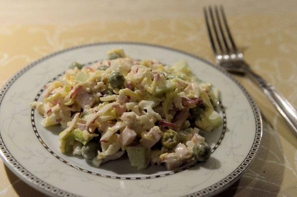рецепт салата из редиски с капустой и огурцом