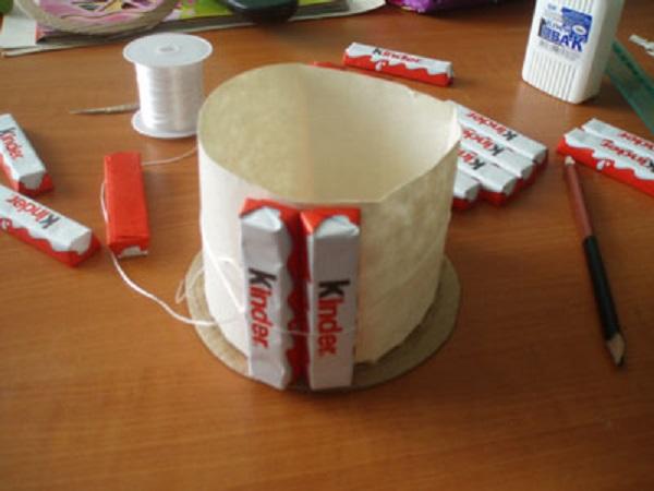 Маленький тортик из киндеров
