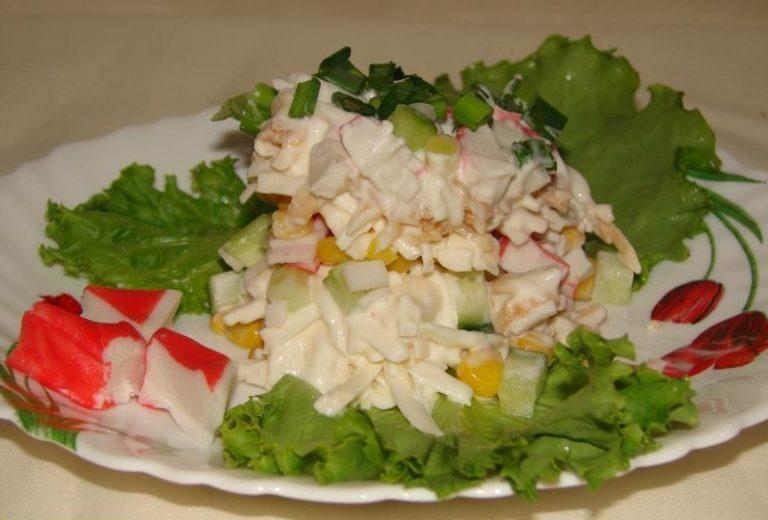 Вкусный салат из крабовых палочек с сыром рецепт с