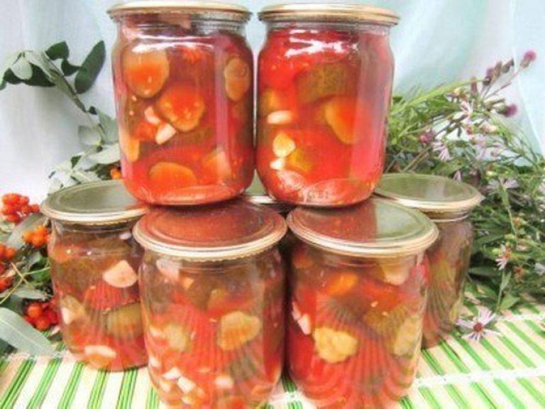 стараются выжить, закатать огурцы в томатном соусе